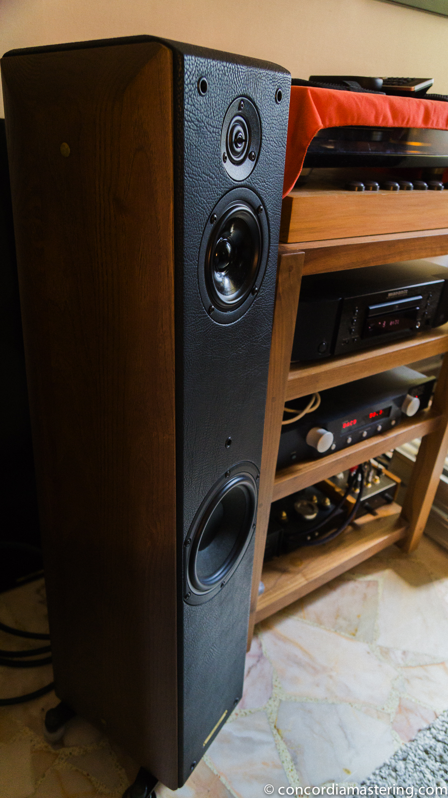 Sonus Faber Toy Tower Walnut Concordia Mastering
